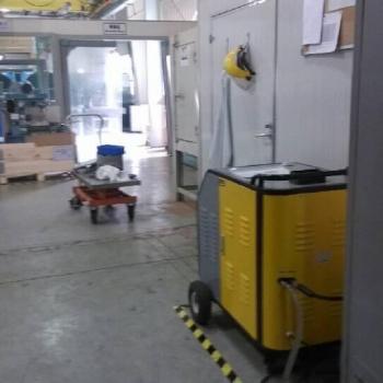 Vacuum pump oil cleaning